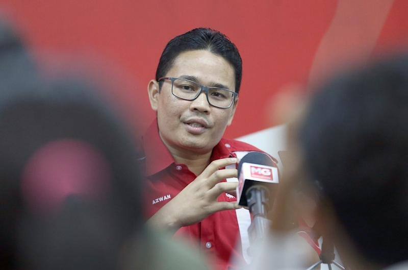 Khairul Azwan then told Umno leaders they must learn to connect with those they claim to represent and accept that, in politics, public sentiment was supreme. — Picture by Razak Ghazali