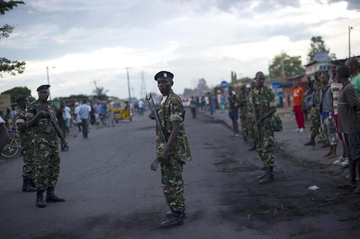 Army soldiers stand in the Cibitoke neighbourhood, as protestors try to prevent authorities from removing barricades in the streets of Bujumbura on May 9, 2015 (AFP Photo/Phil Moore)