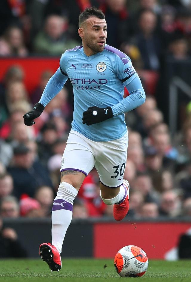 Nicolas Otamendi will move in the opposite direction from City to Benfica