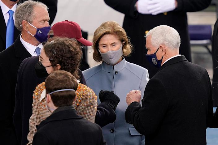 <p>Former First Lady Laura Bush looks on as Congressman Clyburn and former Vice President Mike Pence greet each other. </p>
