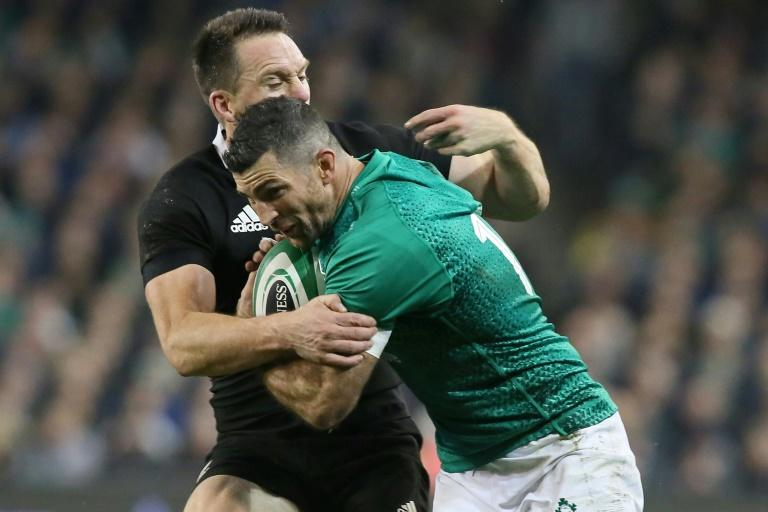 Joe Schmidt is reluctant to replace Ireland half backs