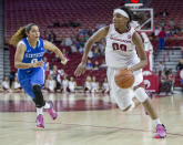 Arkansas forward Jessica Jackson, right, drives to the basket as Kentucky guard Jennifer O'Neill, left, pursues during the second half of an NCAA college basketball game Thursday, Feb. 26, 2015, in Fayetteville, Ark. Kentucky won 56-51. (AP Photo/Gareth Patterson)