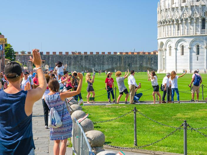 cliche travel photo tourist Pisa