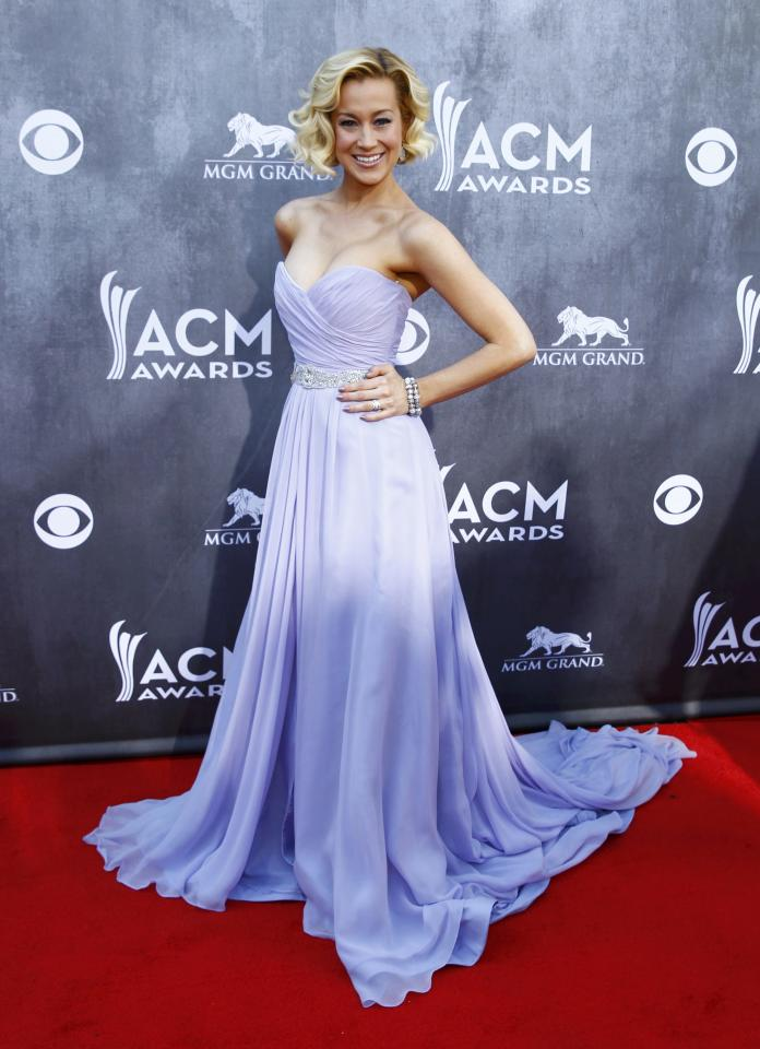 Singer Kellie Pickler arrives at the 49th Annual Academy of Country Music Awards in Las Vegas, Nevada April 6, 2014. REUTERS/Steve Marcus (UNITED STATES - Tags: ENTERTAINMENT)(ACMARRIVALS-SHOW)