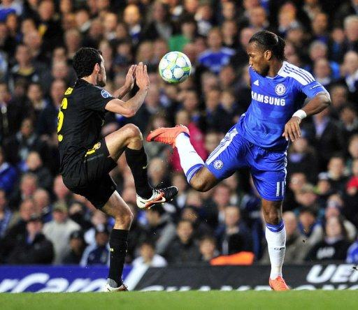Chelsea's Didier Drogba (R) vies with Barcelona's Sergio Busquets