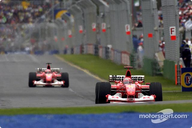 "Michael Schumacher delante de Rubens Barrichello <span class=""copyright"">Ferrari Media Center</span>"