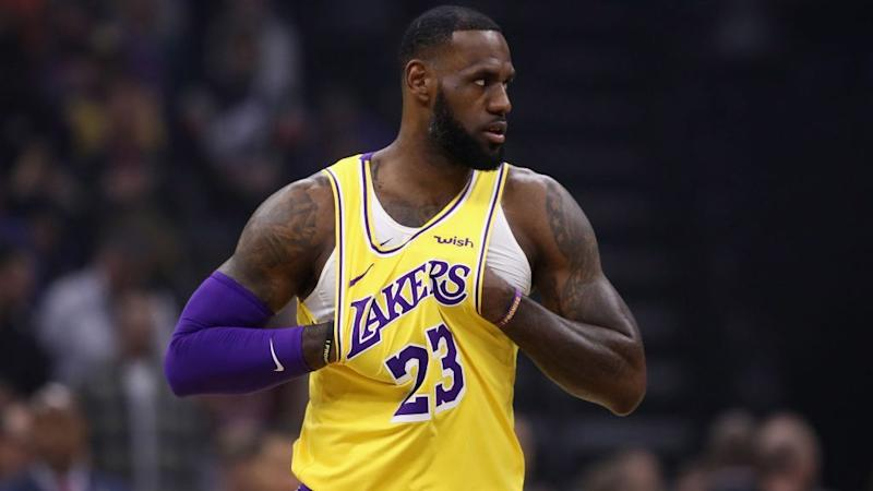 LeBron Drops 44, Climbs All-Time Scoring List in Lakers' 4th Straight Win