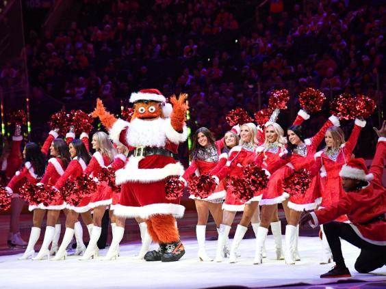 Gritty celebrating Christmas in Philadelphia with the Ice Girls (USA TODAY)