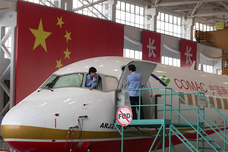 An almost completed COMAC ARJ21-700 passenger jet is shown at a final assembly and manufacturing centre in Shanghai, May 21, 2014 (AFP Photo/Ng Han Guan)