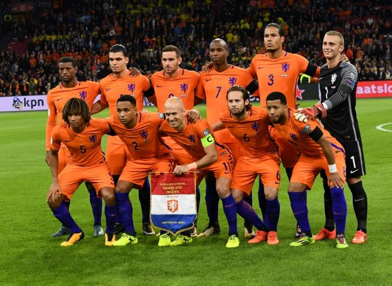 Netherlands' players pose for a photo prior to their FIFA 2018 World Cyp qualifier match against Sweden, at the Amsterdam Arena, on October 10, 2017