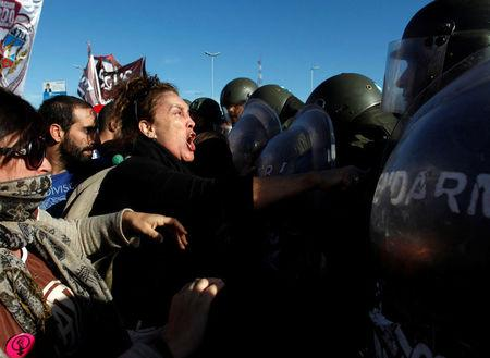 Protestors clash with Argentine gendarmerie as they block a road during a 24-hour national strike in Buenos Aires