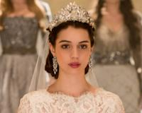 Reign Sneak Peek Mary S Royal Wedding Dress Revealed But Who S
