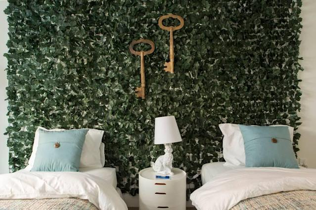 <p>Finally there is the Alice Suite, with an ivy headboard and two twin beds, which can be combined to make a king bed. (Airbnb) </p>