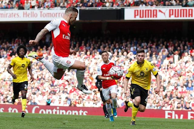 Arsenal's midfielder Jack Wilshere (2L) jumps to shoot, but misses on May 15, 2016 (AFP Photo/Ian Kington)