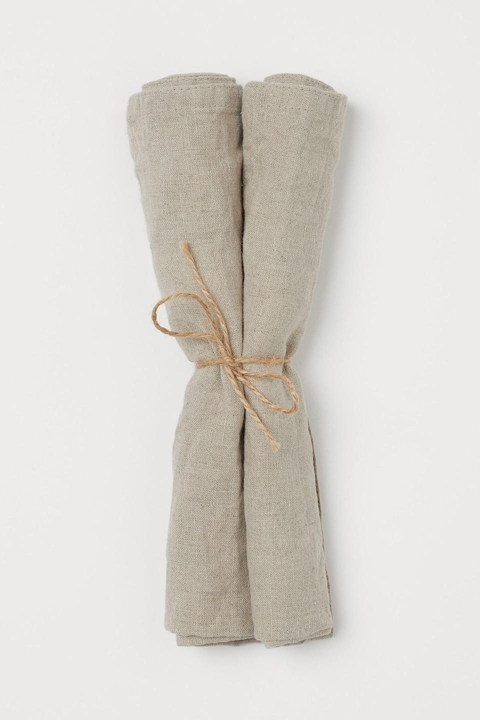 <p>Create the perfect dinner setting with these <span>H&amp;M Linen Napkins</span> ($13 for two).</p>