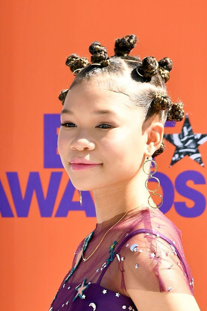 """<p><strong>Storm Reid</strong>'s edgy style is both unique and chic. It looks pretty complicated, but you can make her feel like royalty in minutes with this easy <a href=""""https://www.youtube.com/watch?v=51wJwaYQ_FM"""" rel=""""nofollow noopener"""" target=""""_blank"""" data-ylk=""""slk:tutorial"""" class=""""link rapid-noclick-resp"""">tutorial</a>.</p><p><a class=""""link rapid-noclick-resp"""" href=""""https://www.amazon.com/Andalou-Naturals-Sunflower-Brilliant-Styling/dp/B0052P1CW8/ref=sr_1_4_s_it?tag=syn-yahoo-20&ascsubtag=%5Bartid%7C10055.g.3821%5Bsrc%7Cyahoo-us"""" rel=""""nofollow noopener"""" target=""""_blank"""" data-ylk=""""slk:SHOP STYLING GELS"""">SHOP STYLING GELS</a> </p>"""