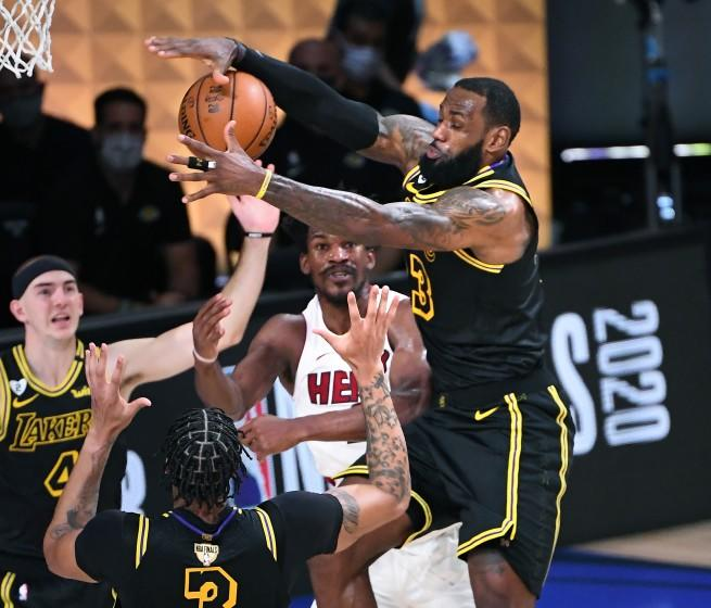 Lakers Defeat The Miami Heat In Game 2 Of Nba Finals To Take 2 0 Series Lead
