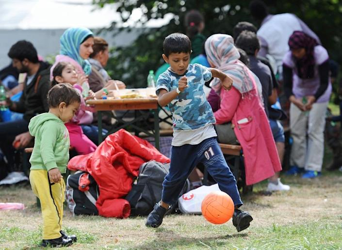 Migrant children play at a temporary camp for asylum-seekers near the main station in Munich on September 13, 2015 (AFP Photo/Andreas Gebert)