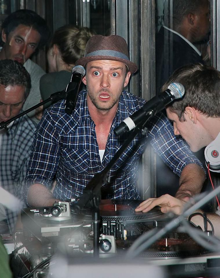 "Justin Timberlake wowed the crowd -- which included visiting newlyweds Kim Kardashian and Kris Humphries -- with a surprise concert at his NYC restaurant Southern Hospitality Wednesday night. Jackson Lee/<a href=""http://www.splashnewsonline.com"" target=""new"">Splash News</a> - August 31, 2011"