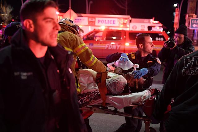 <p>Paramedics and members of the NYFD perform CPR on a victim of a helicopter crash in New York, March 11, 2018. (Photo: Darren Ornitz/Reuters) </p>