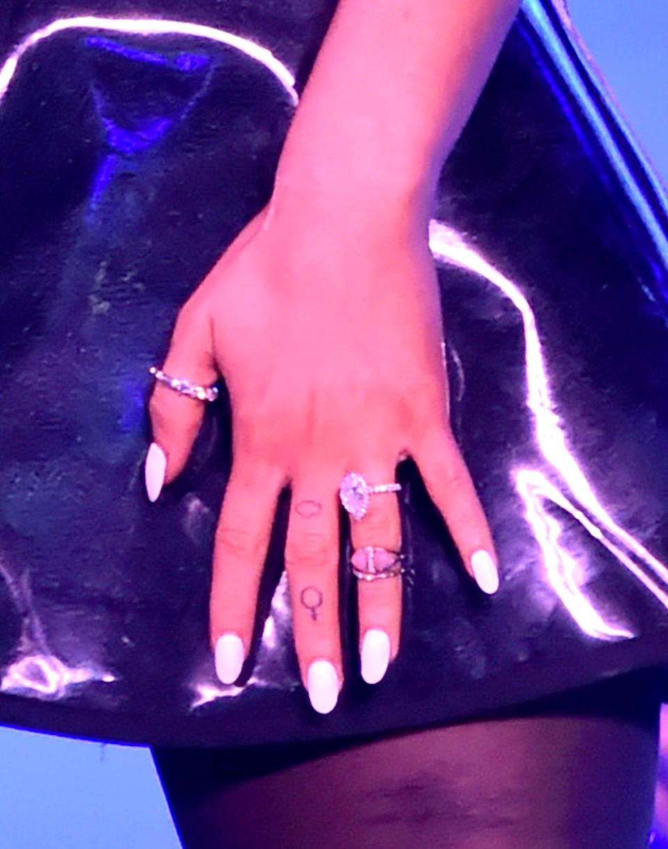 <p>On her left hand, Grande got a small cloud tattooed, along with the Venus symbol.</p>