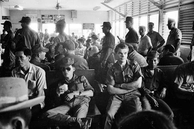 <p>Lieutenant Colonel Colin 'Mad' Mitchell of the Argyll and Sutherland Highlanders at Saigon (modern Ho Chi Minh City) before leaving for Da Nang on October 13, 1968. He later went on to become a Conservative politician. (Photo: Terry Fincher/Daily Express/Hulton Archive/Getty Images) </p>