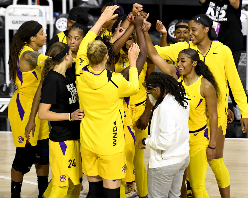 PALMETTO, FLORIDA - AUGUST 23: Los Angeles Sparks players react after defeating the Dallas Wings at Feld Entertainment Center on August 23, 2020 in Palmetto, Florida. NOTE TO USER: User expressly acknowledges and agrees that, by downloading and or using this photograph, User is consenting to the terms and conditions of the Getty Images License Agreement. (Photo by Douglas P. DeFelice/Getty Images)