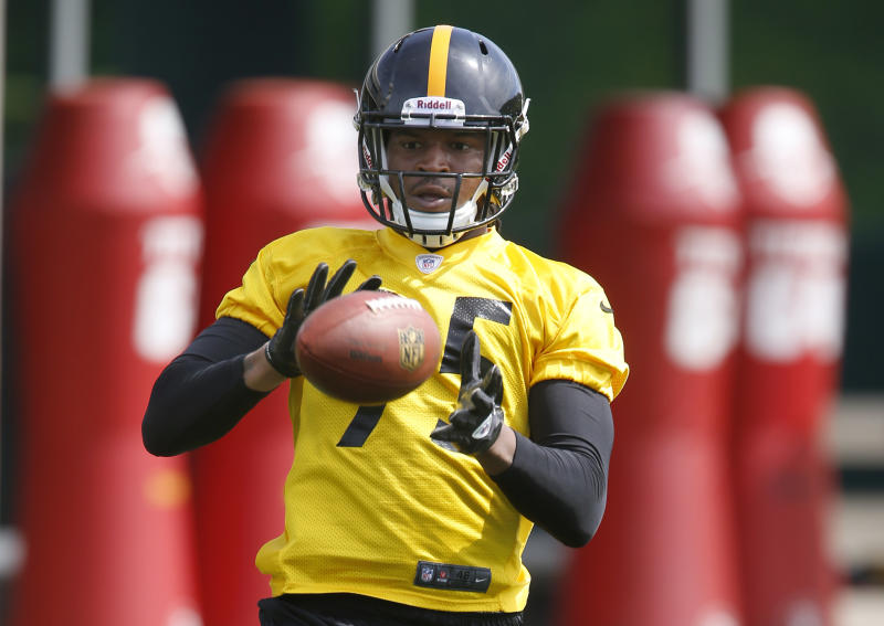 Pittsburgh Steelers first round draft choice, linebacker Jarvis Jones, out of Georgia, catches a ball during a drill at the NFL football rookie minicamp on Friday, May 3, 2013 in Pittsburgh. (AP Photo/Keith Srakocic)