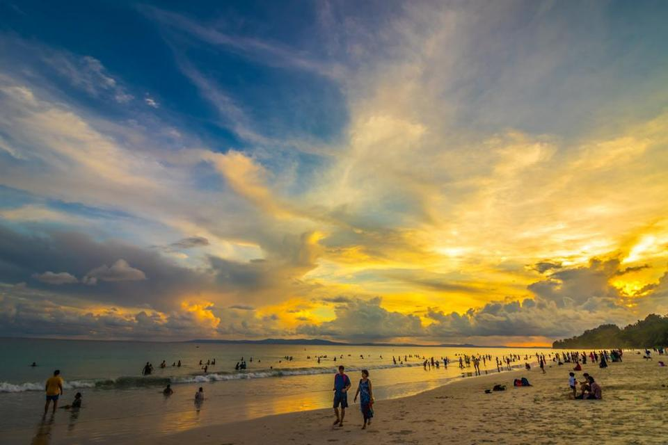 """<p>Once rated among the top beaches in the world by New York Times, the Radhanagar Beach at Havelock continues to retain its charm. Sure the number of visitors have increased, but the clean waters and white sand beach earn Radhanagar a well-deserved second spot.<br>Photograph: <a href=""""https://www.flickr.com/photos/santanu_sen/28281550027/sizes/l"""" rel=""""nofollow noopener"""" target=""""_blank"""" data-ylk=""""slk:Santanu Sen/Flickr (Under Creative Commons License)"""" class=""""link rapid-noclick-resp"""">Santanu Sen/Flickr (Under Creative Commons License)</a></p>"""