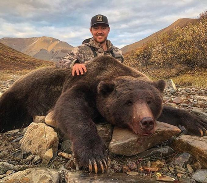 'Stopped him in his tracks:' Outrage after ex-pro hockey player kills grizzly