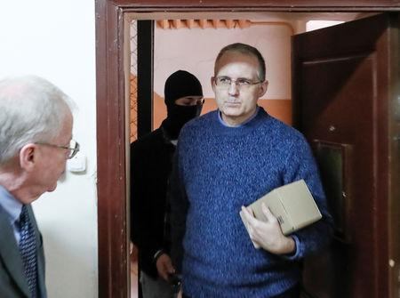 Russian court extends arrest for American accused of spying class=