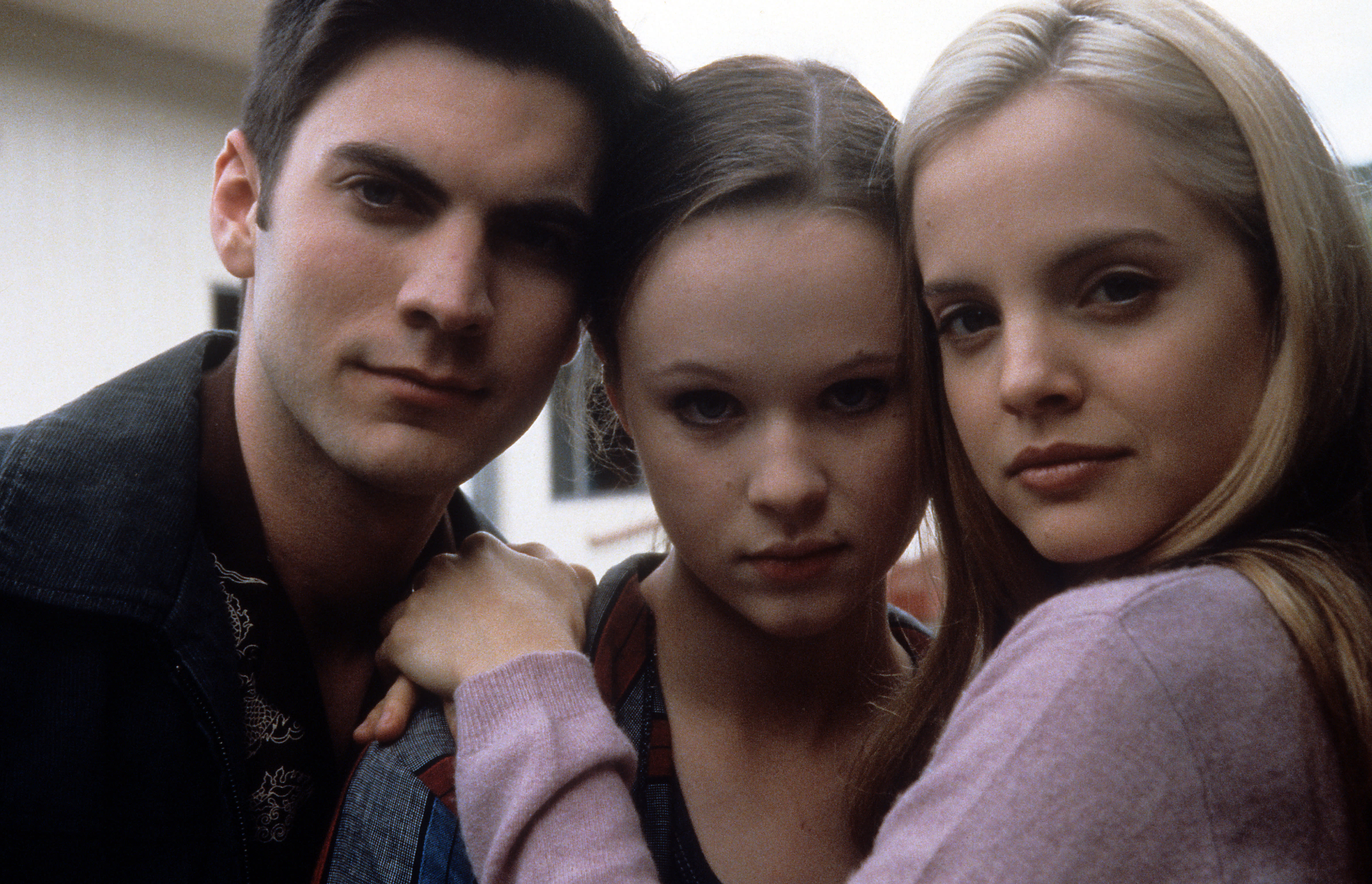 Wes Bentley, Thora Birch and Mena Suvari pose together in a scene from the film 'American Beauty', 1999. (Photo by DreamWorks SKG/Getty Images)