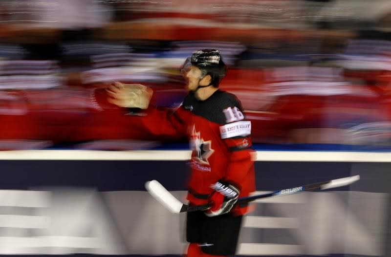 Canada blanks U.S. 3-0, finishes first in Group A at hockey world championship