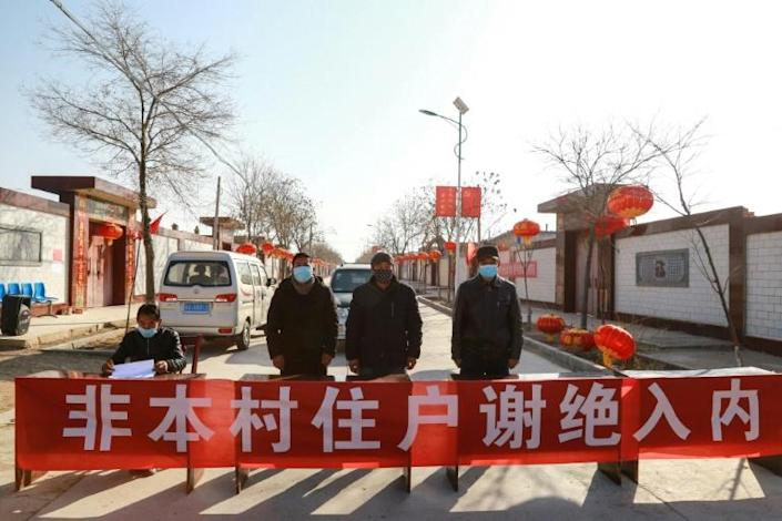 An unofficial checkpoint stops outsiders getting into Zhangye, in China's northwestern Gansu province (AFP Photo/STR)