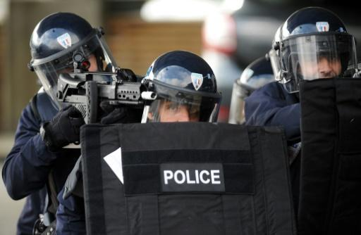Suspected extremist arrested, arms found near French base
