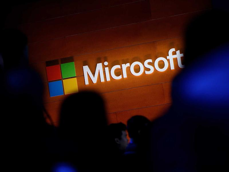 Microsoft Hires Ex-Apple Exec in Charge of Wireless for Hardware