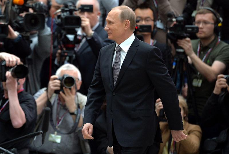 Russian President Vladimir Putin walks past journalists shortly after his annual televised phone-in with the nation in central Moscow on April 16, 2015 (AFP Photo/Alexei Druzhinin)