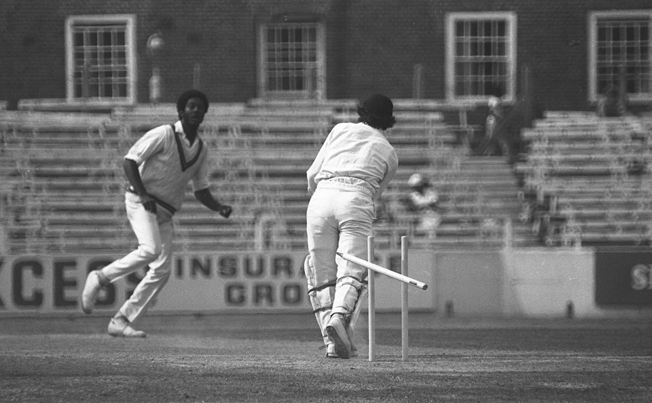 17 Aug 1976:  England v West Indies, fifth test match, final day at the Oval. Michael Holding takes the wicket, his fourteenth of the match, of Alan Knott. Mandatory Credit: Allsport Hulton/Archive