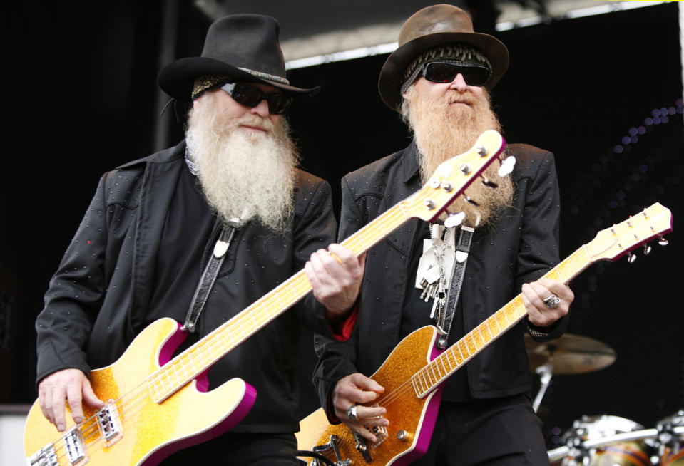 ZZ Top members Dusty Hill (L) and Billy Gibbons perform in 2009.  (Photo: Reuters/Joshua Roberts)