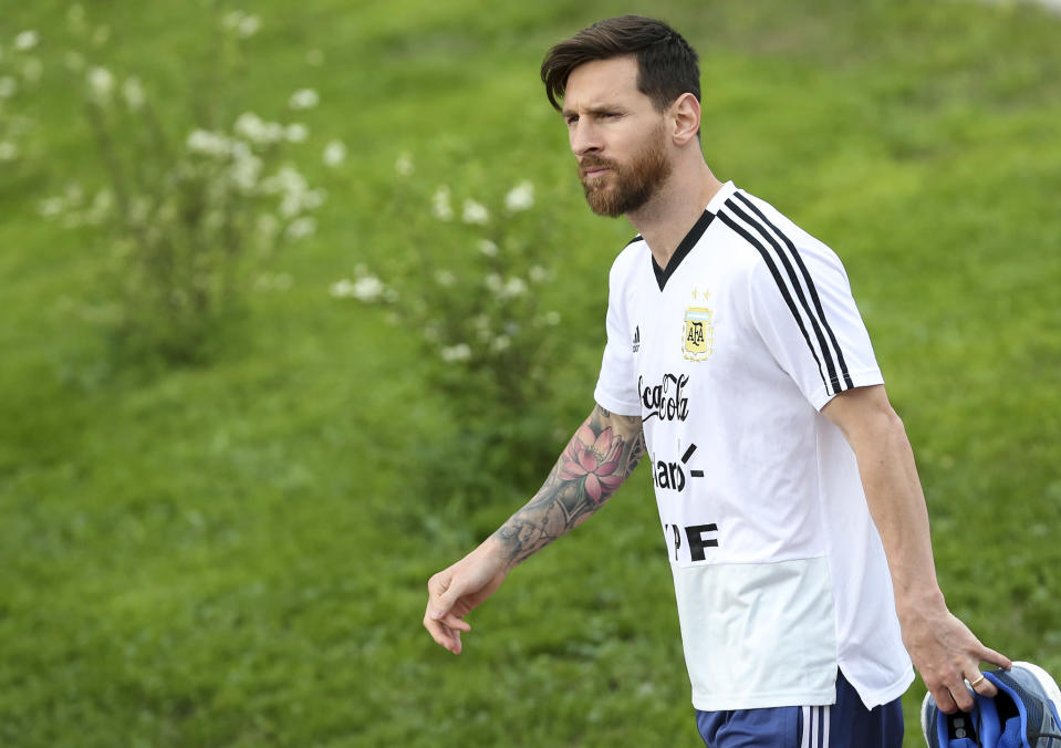 BRONNITSY, RUSSIA – JUNE 19: Lionel Messi of Argentina arrives prior a training session at Stadium of Syroyezhkin sports school on June 19, 2018 in Bronnitsy, Russia. (Photo by Gabriel Rossi/Getty Images)