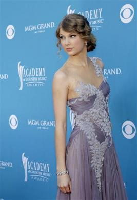 Singer Taylor Swift arrives at the 45th annual Academy of Country Music Awards in Las Vegas, Nevada, April 18, 2010.