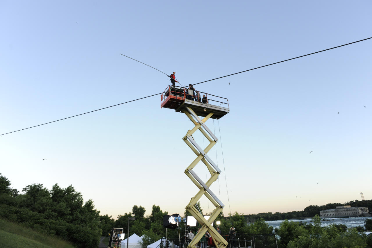 Preparations are underway for Nik Wallenda's high wire walk.
