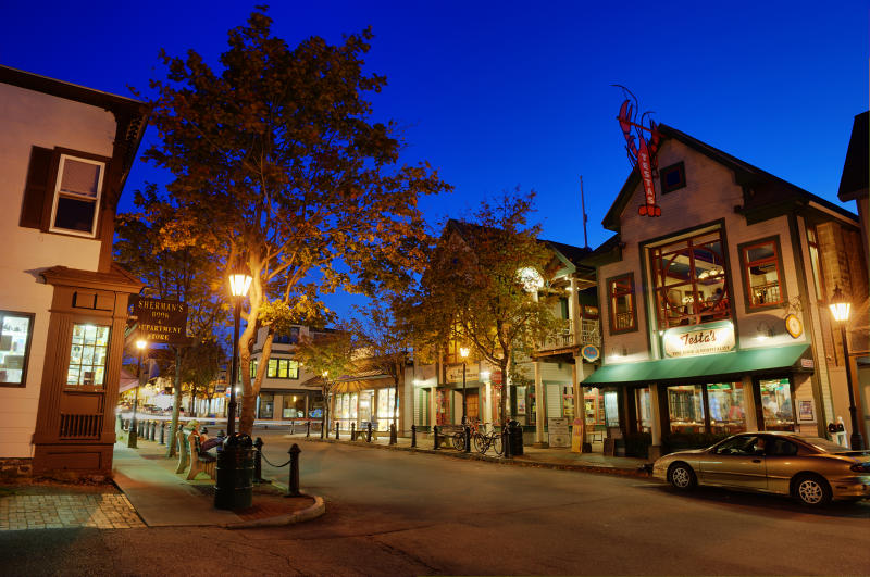 BAR HARBOR, MAINE, UNITED STATES - 2009/10/19: Downtown of Bar Harbor at night. (Photo by John Greim/LightRocket via Getty Images)