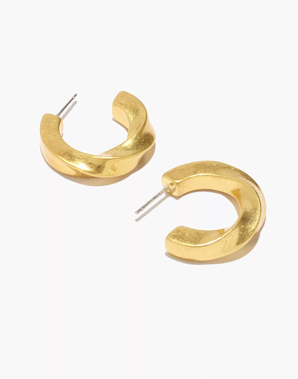 """<br><br><strong>Madewell</strong> Archway Chunky Small Hoop Earrings, $, available at <a href=""""https://go.skimresources.com/?id=30283X879131&url=https%3A%2F%2Fwww.madewell.com%2Farchway-chunky-small-hoop-earrings-MC435.html%3Fcolor%3DED0747"""" rel=""""nofollow noopener"""" target=""""_blank"""" data-ylk=""""slk:Madewell"""" class=""""link rapid-noclick-resp"""">Madewell</a>"""