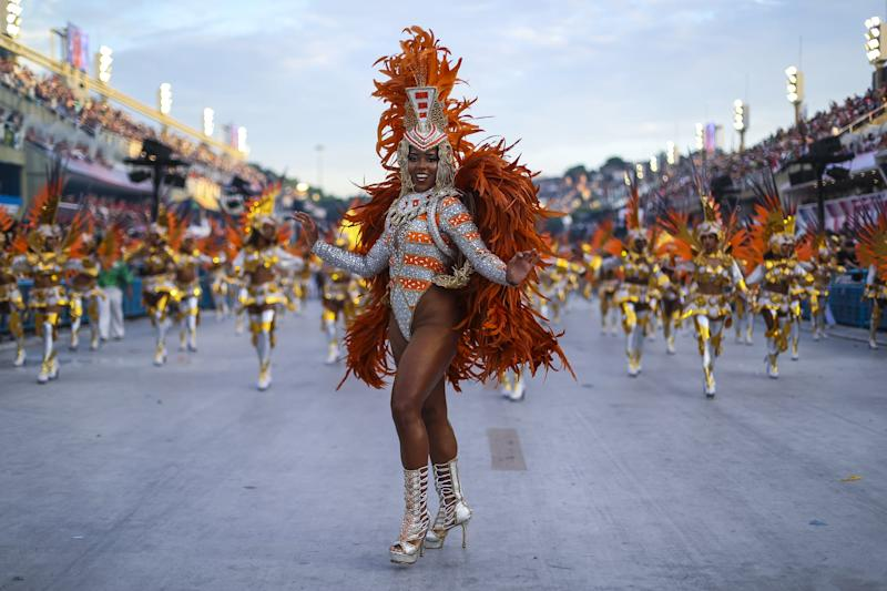 RIO DE JANEIRO, BRAZIL - MARCH 04: A member of Mocidade Independente de Padre Miguel Samba School performs during the parade at 2019 Brazilian Carnival at Sapucai Sambadrome on March 04, 2019 in Rio de Janeiro, Brazil. Rio's two nights of Carnival parades began on March 03 in a burst of fireworks and to the cheers of thousands of tourists and locals who have previously enjoyed street celebrations (known as 'blocos de rua') all around the city. (Photo by Buda Mendes/Getty Images)