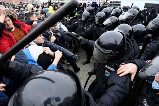 PHOTO: Protesters clash with riot police during a rally in support of jailed opposition leader Alexey Navalny in downtown Moscow, Jan. 23, 2021. (Kirill Kudryavtsev/AFP via Getty Images)