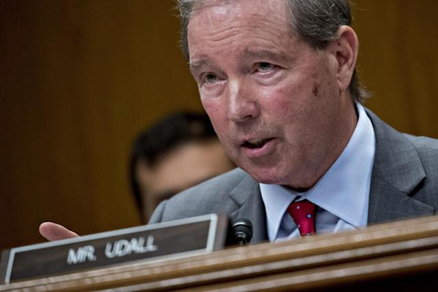 Sen. Tom Udall questions EPA Administrator Scott Pruitt during a Senate hearing in Washington, D.C., on May 16, 2018. (Photo: Andrew Harrer/Bloomberg via Getty Images)
