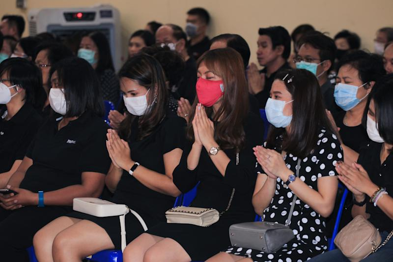 BANGKOK, THAILAND - 2020/02/29: People wearing face masks attend a funeral ceremony of a Thai man aged 35 who was suffering from dengue fever and later got infected with Covid-19. (Photo by Adisorn Chabsugnoen/SOPA Images/LightRocket via Getty Images)