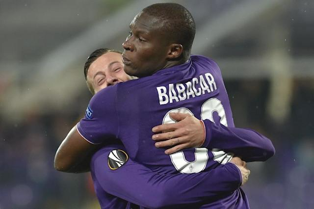 """Fiorentina forward Khouma Babacar (C) celebrates after scoring during the Europa League qualifying match against Paok at the """"Artemio Franchi"""" stadium in Florence, on November 24, 2016 (AFP Photo/Andreas SOLARO)"""