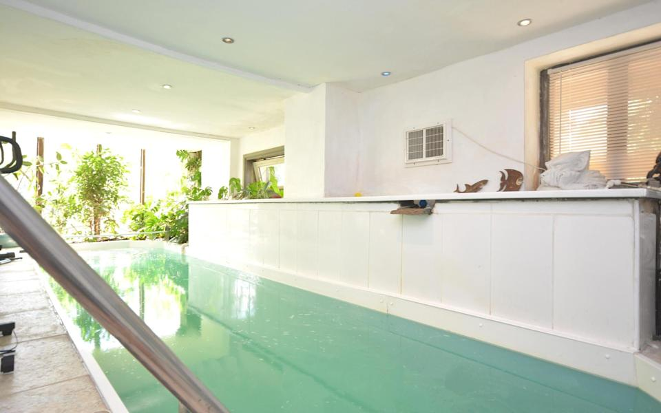 The heated indoor pool at Pistyll Bach